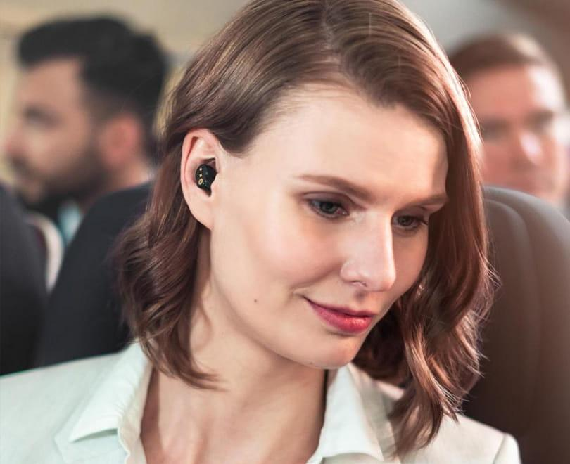 noise reduction earbuds for business travelers